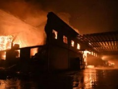 湖南龙头包装企业星沙包装大火14个小时扑灭 两栋库房成功保全